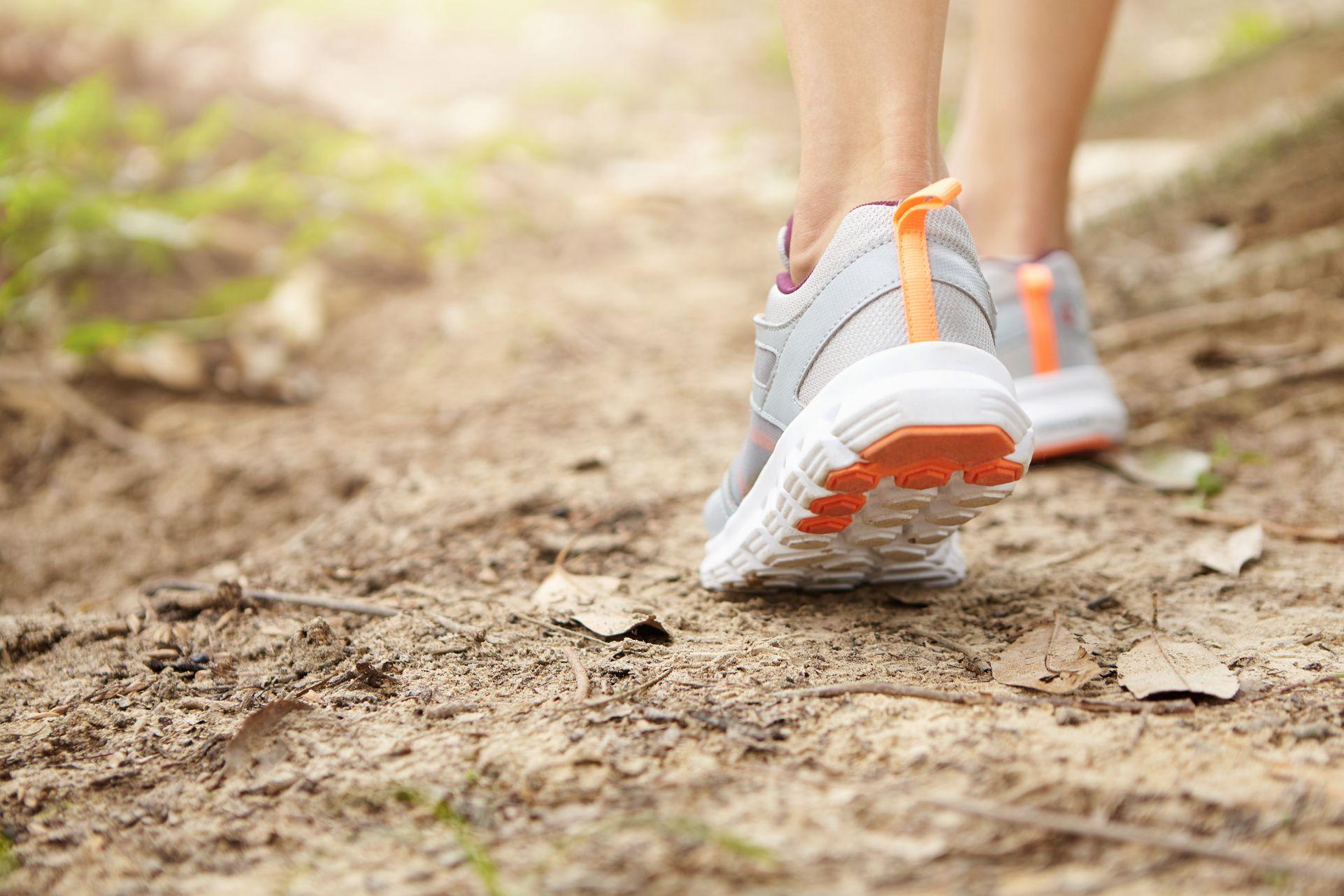 La marche à pied pour soigner le lumbago